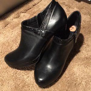 Bandolino black 2 texture bootie